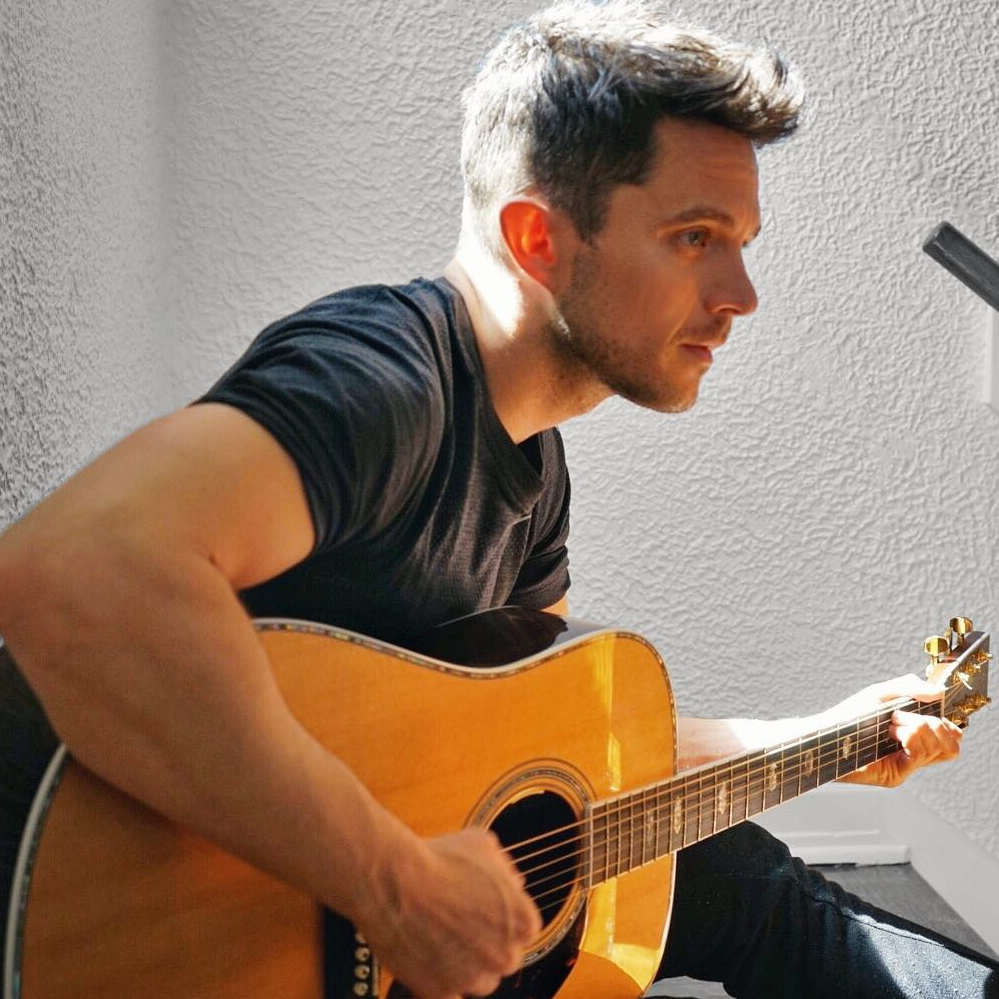 Openly gay singer/songwriter Eli Lieb went back to his old high school to spread love and support after a young teen transgender boy committed suicide