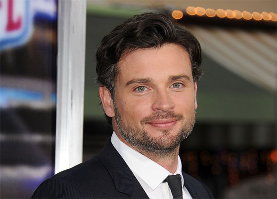 Tom Welling will resprise his role as Clark Kent in upcoming 'Crisis on Infinite Earths' crossover on 4 Arrowverse series