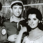 Photo of Dawn Wells with male cast members from Gilligan's Island
