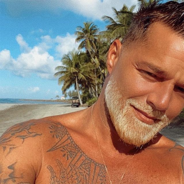 Ricky Martin goes blond