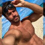Rodiney Santiago got his selfie on at the beach