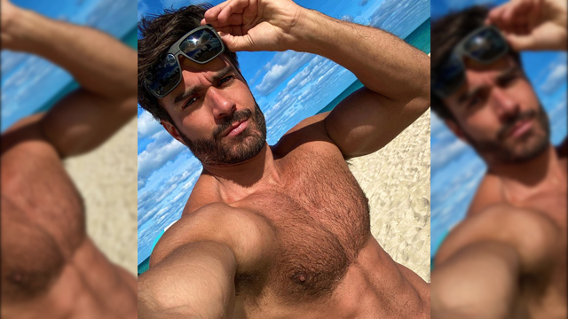 Rodiney Santiago got his selfie on at the beach
