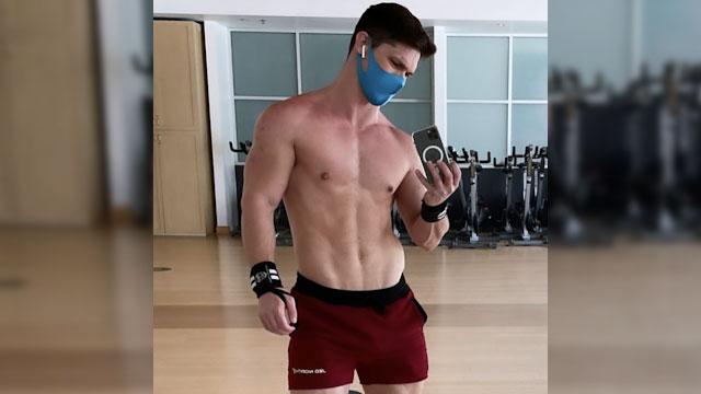 Hunky guy snaps a gym selfie