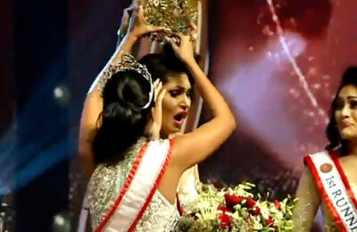 Former winner of Mrs. Sri Lanka snatches crown from new queen
