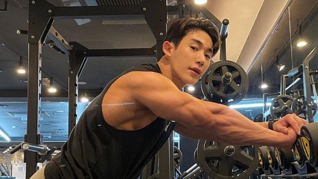 K-pop singer Wonho is killing it at the gym